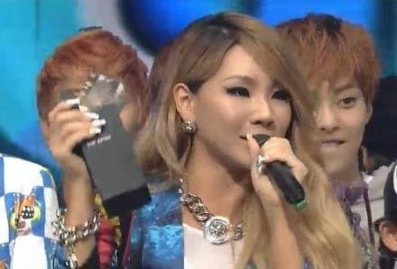 韩国女星CL舞台装尺度大 下衣失踪只穿内裤登台-第4张图片-梦月快巴