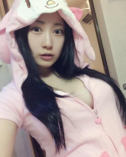 她是日本最胸coser 网友:肯定上不了CJ-第3张图片-梦月快巴