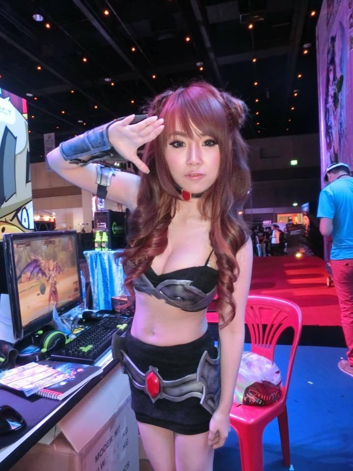 衣服都快崩开了!泰国最胸女主播大尺度直播-第11张图片-梦月快巴